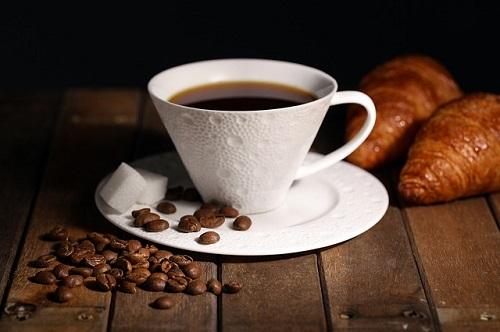 エスプレッソ ショット 量 カフェイン